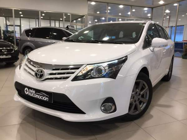 TOYOTA Avensis Cross Sport Advance
